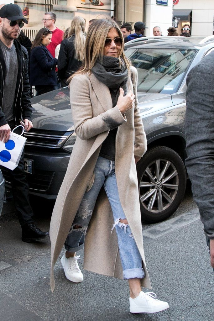 Celebrity Style. Celebrities in boyfriend Jeans. Stylish Boyfriend Jeans.