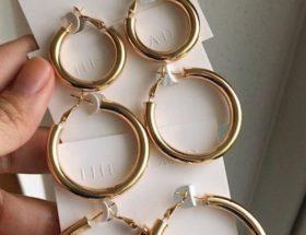 gold hoop earrings. chunky earrings. dope fashion sense. dopefashionsense