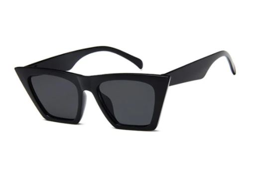 Trapezoid wide rim sunglasses in black for the fall season and fall outfits.