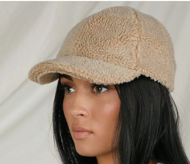 The Perfect 2020 Fall season hats that are perfect for the 2020 fall outfits. These fall hats are also amazing for 2020 winter outfits.
