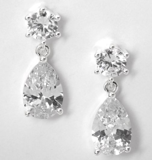 fake diamond drop earrings. earrings from claires. winter fashion accessories. winter fashion guide. celebrity fashion style recreate